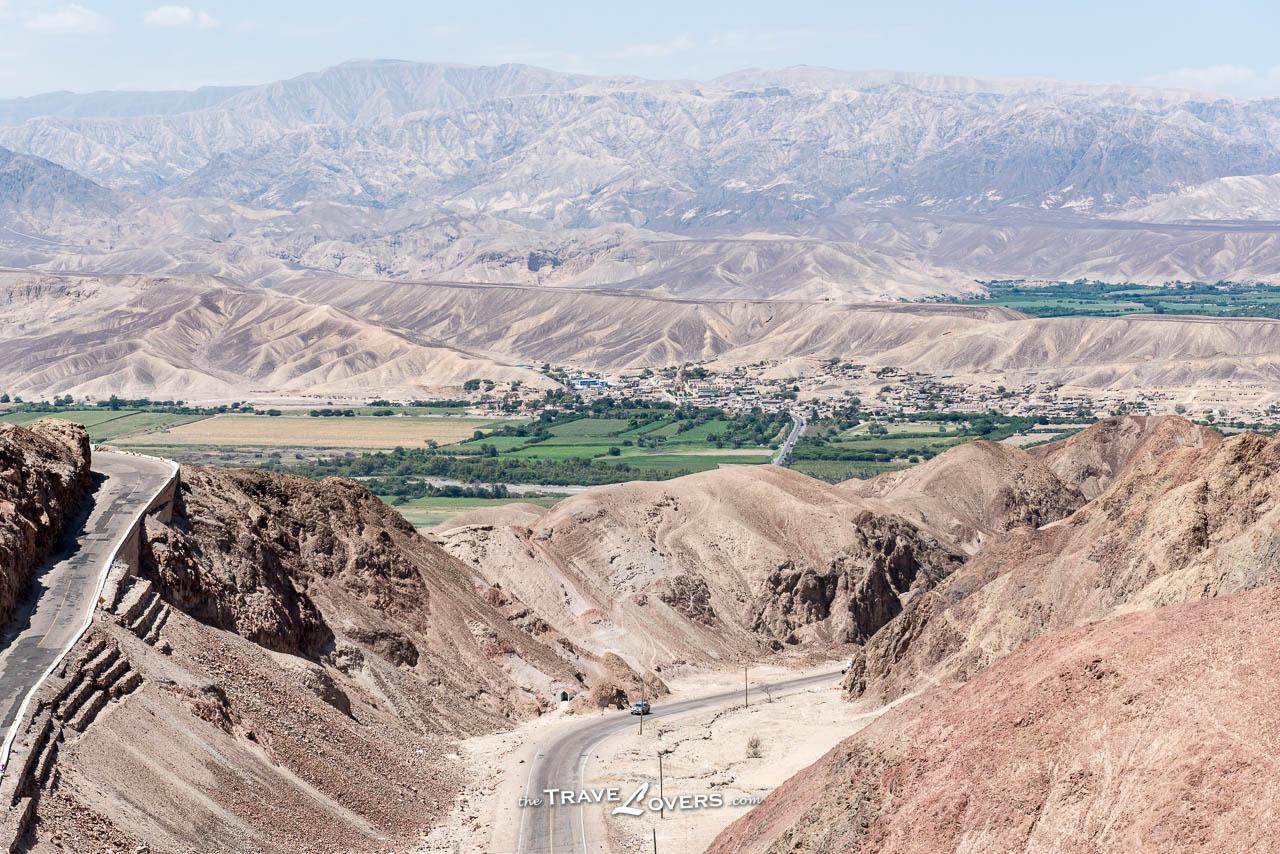 愈接近納斯卡線條,愈見荒蕪和乾旱,偶爾會見到一片綠油油的景像,彷彿沙漠中的綠洲,居民都聚居在那些地方。