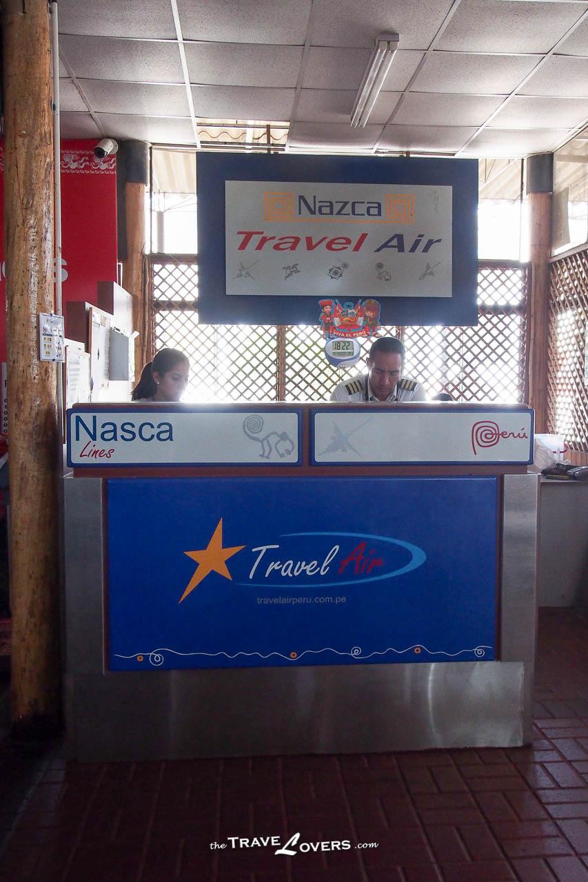所謂的登機櫃位其實像小小的接待處,辦個簡單手續就可以預備登機了。